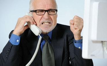 Pessoa-irritada-ao-telefone