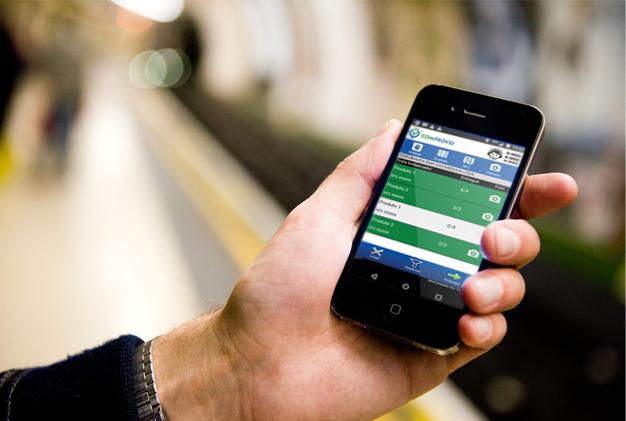 Cliente-utilizando-comprovei-no-smartphone