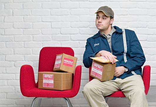 Entregador-esperando-clientes